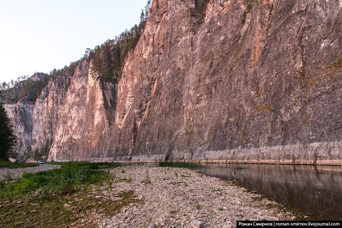 Урал с Севера на Юг. Скалы Мамбет и Кузьганак на реке Зилим.