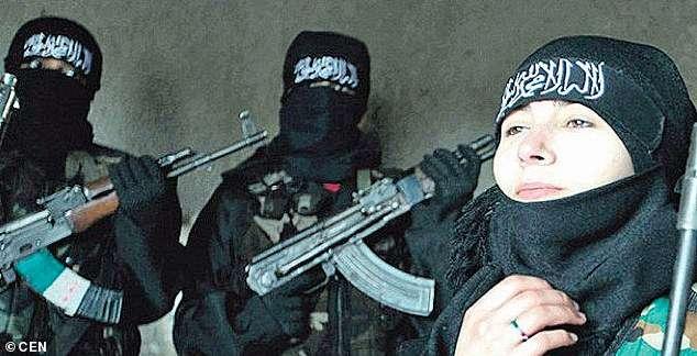 Австрийкам, которые стали моделями для рекламы терроризма, грозит 15 лет тюрьмы Интересное