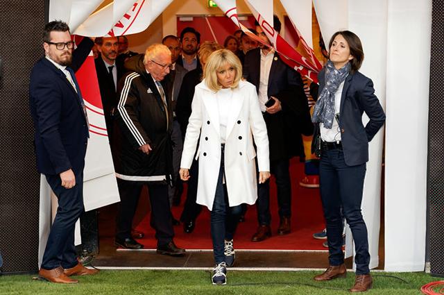 Брижит Макрон на благотворительном футбольном матче во Франции Новости