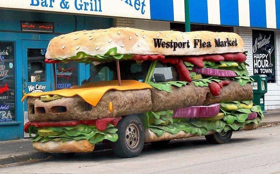 Передвижные закусочные, вслед которым оборачивается вся улица автомобили