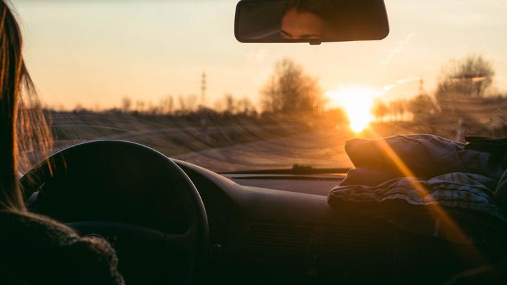 Как водителю сделать так, чтобы солнце не слепило на трассе авто и мото
