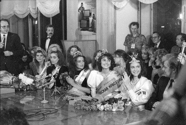 Первая красавица СССР: «Меня объявили победительницей, сверху стали сыпаться гвоздики, они падали мне на голову и сбили корону» девушки