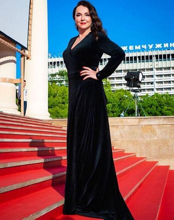«Завораживающая красота»: 53-летняя Татьяна Лютаева восхитила новой фотосессией